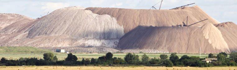 Знаменитые «соляные» горы (шламохранилища или солеотвалы)